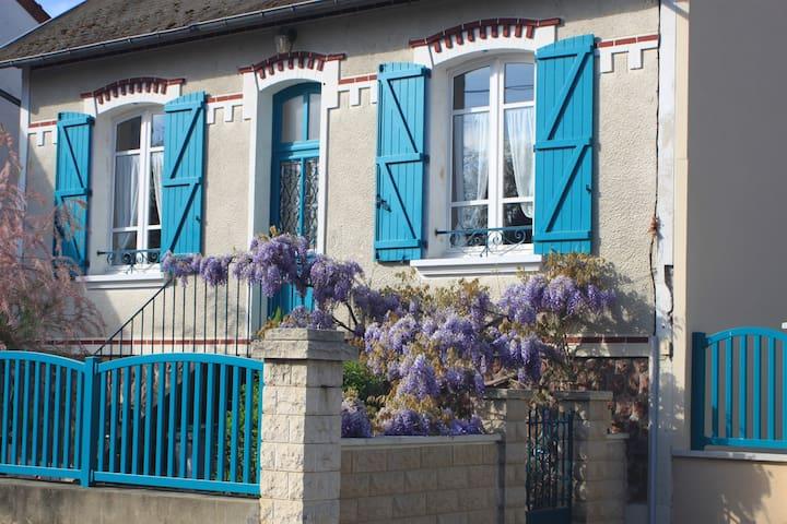 Petite maison calme - Les Marais - Montluçon - Huis