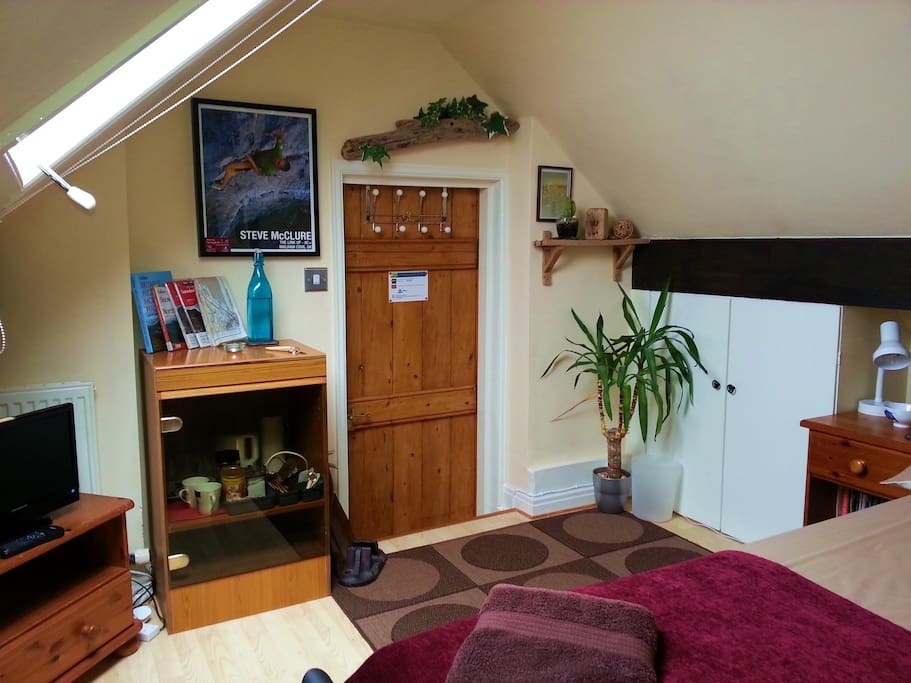 North Wales B&B with a difference, 3/4 size bed (Queen size) sleep 2 persons. Attic Cottage Style.