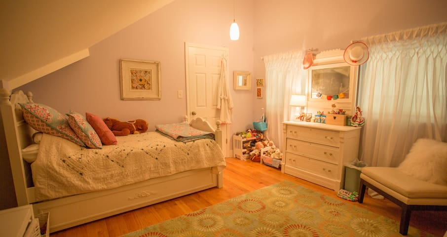 Children's room with trundle bed