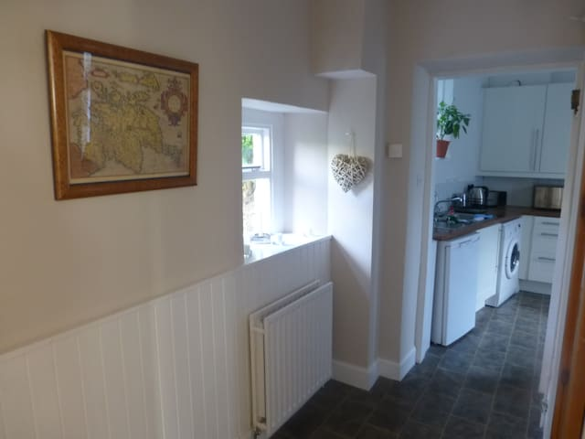 Quaint Victorian Terrace Cottage - Selkirk - House