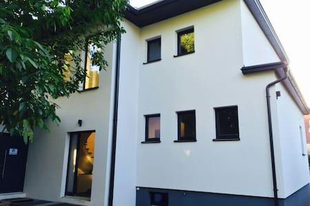 Modernes Haus in St.Pöltens Süden - Sankt Pölten - 独立屋
