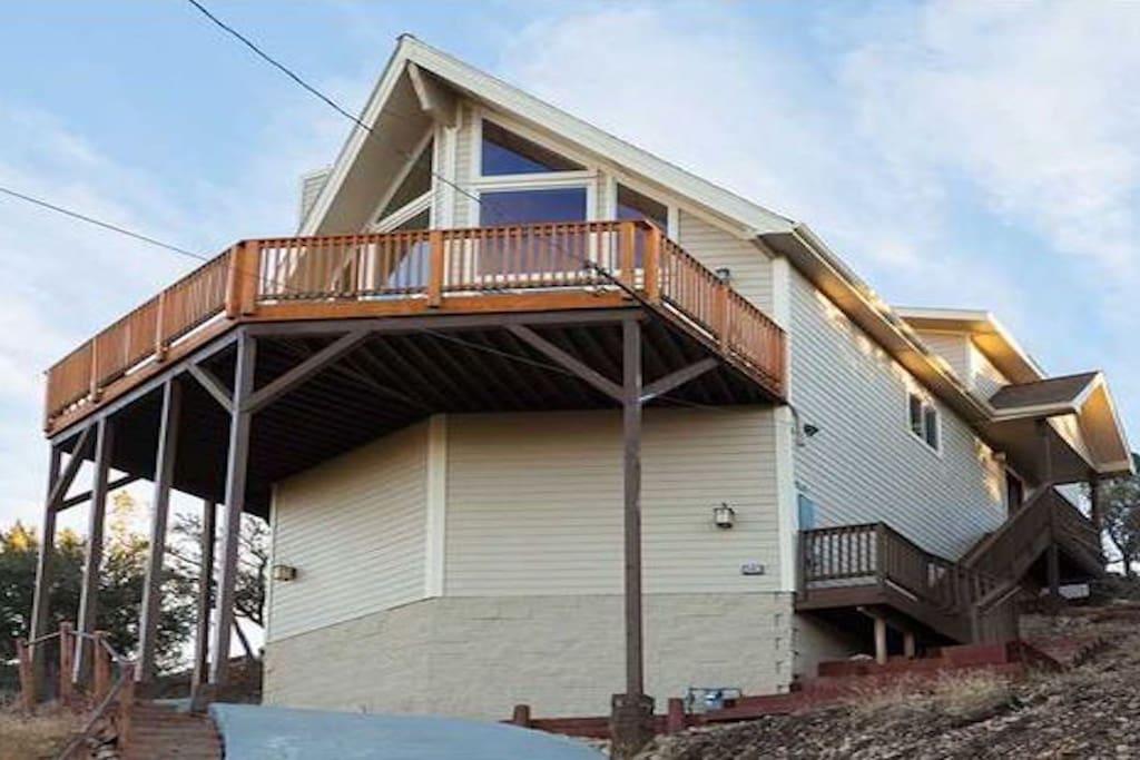 Expansive wrap around deck with stunning views!