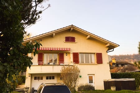 Large bedroom with its own bathroom - Mont-sur-Rolle - Talo