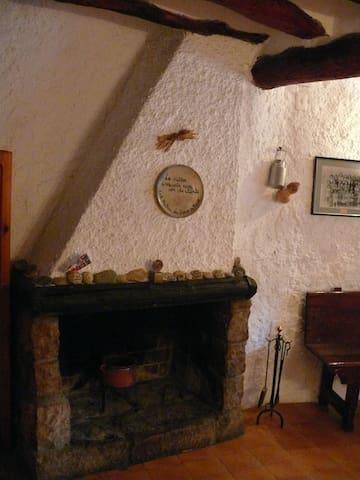 """Casa Rural al Montsant """"Cal Mateu"""" - La Bisbal de Falset - Hus"""