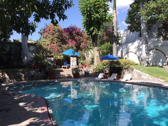Charming room in Mexican villa - Tlaquiltenango