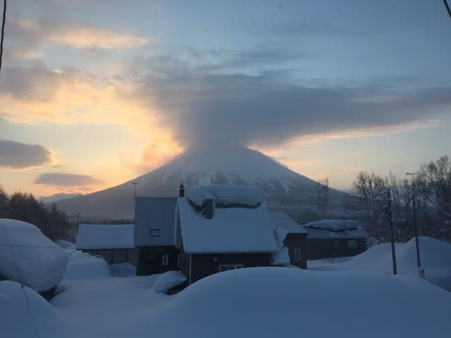 Charming and affordable 1BR Cottage - Niseko, Hirafu - Rumah