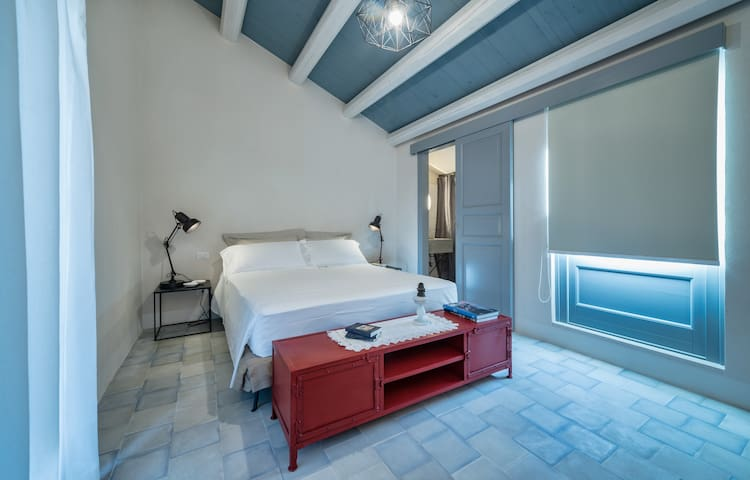 "Mangiabove - Double room ""Fuoco"" - Marina di Ragusa - Bed & Breakfast"