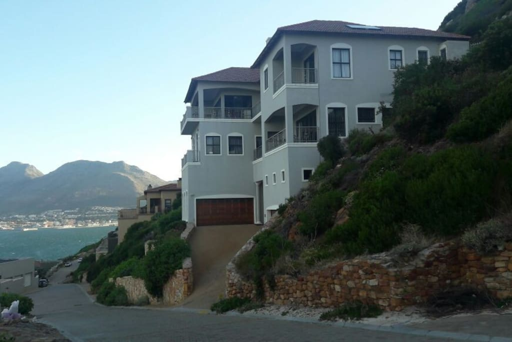 Luxury 3 Bedroom En Suite Apartment With Sea Views Flats For Rent In Cape T