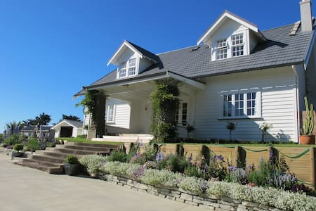 Port Waikato - farm stay - RD5 Tuakau - Bed & Breakfast