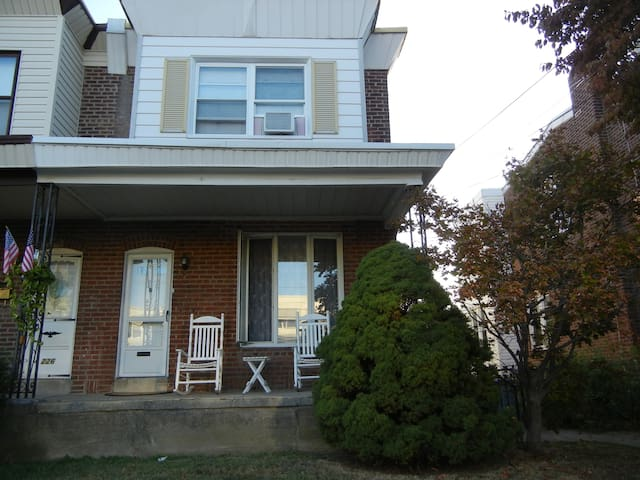 Roomy NE Phila Open Floor Plan Home - Philadelphia - Huis