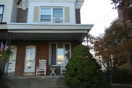 Roomy NE Phila Open Floor Plan Home - Philadelphia - House