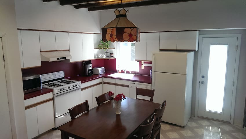 Roomy NE Phila Open Floor Plan Home - Filadelfia - Dom