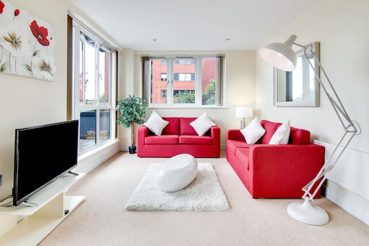 Luxury Two Bed Apartment With ☀ Roof Terrace ☀