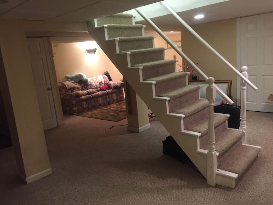 lowest price quiet basement houses for rent in manchester connecticut united states. Black Bedroom Furniture Sets. Home Design Ideas