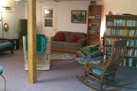 Cozy Basement Apartment - Lancaster