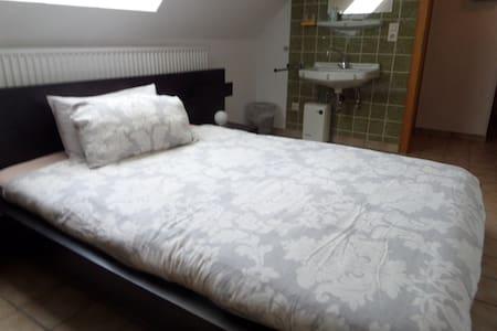 Chambres avec lavabo - Overath