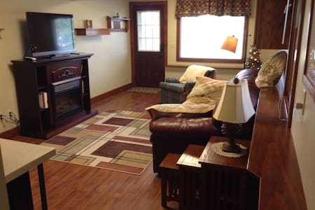 Private 1 BR suite on quiet street - Estes Park - Σπίτι
