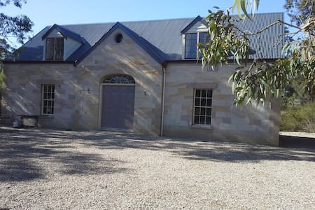 sandstone cottage on ten acres - Kurrajong