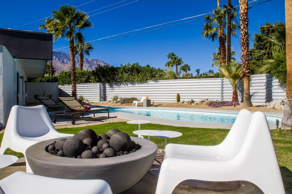 Mid century gem in palm springs houses for rent in palm for Plush pad palm springs