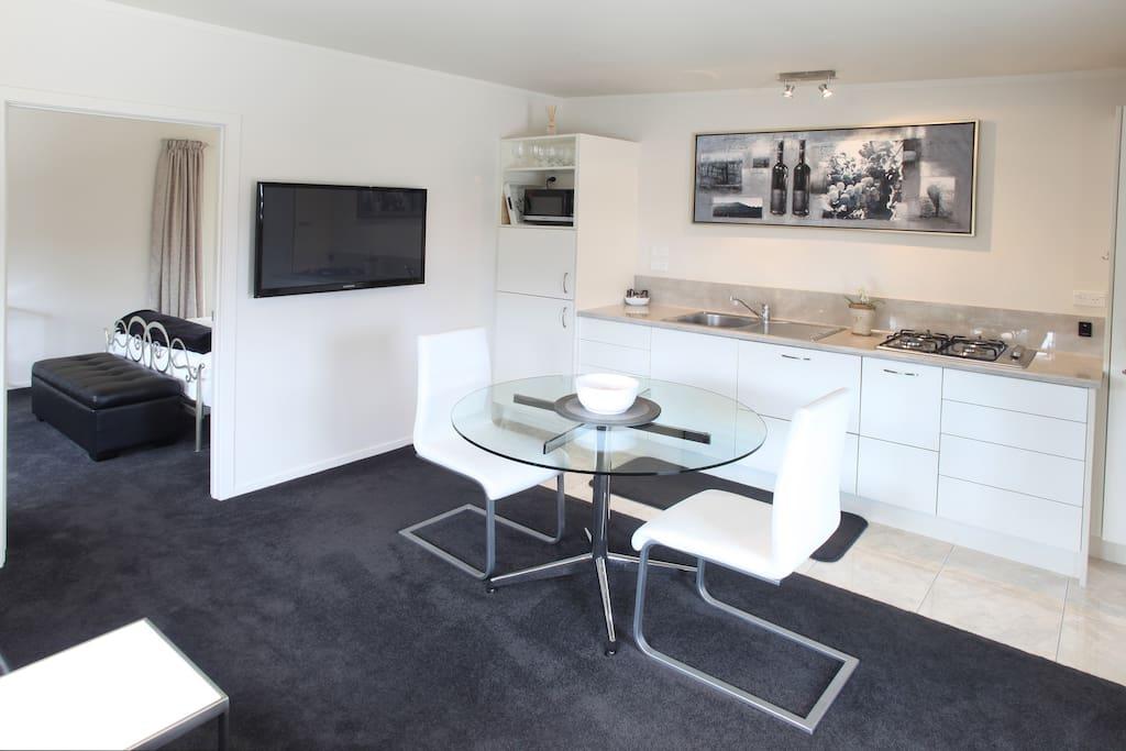 Kitchen/lounge with flatscreen TV and dishwasher
