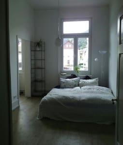 Gemütliches und großzügiges Zimmer - Bad Wildbad - 公寓