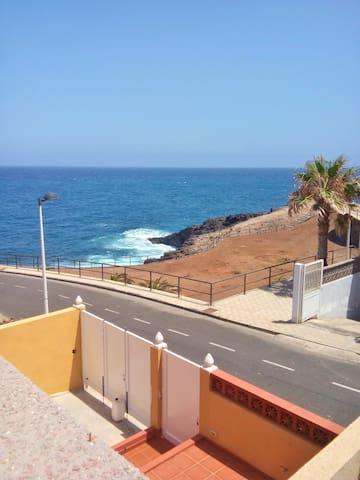 Sea-view house near beach w/ garden - Fasnia
