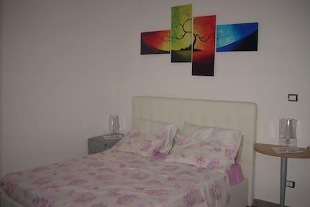 """M. R. """"""""room"""""""" - Sant'Egidio - Apartment"""