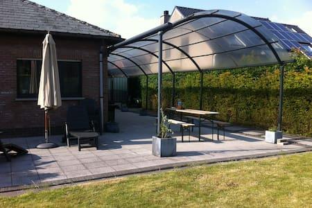Villa at border Antwerp - Beveren - Villa