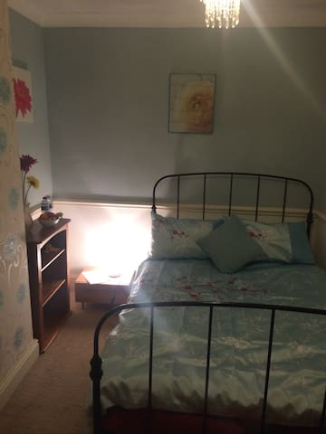 Cheerful, comfy house in Warrington - Warrington - Casa