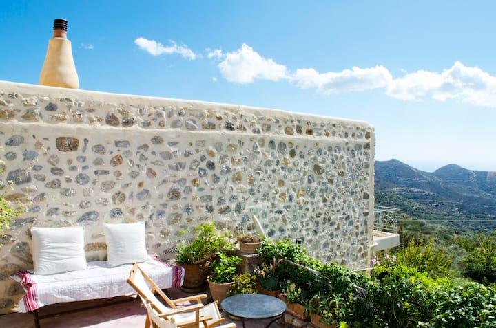 Jasmine House : Charming traditional stone home
