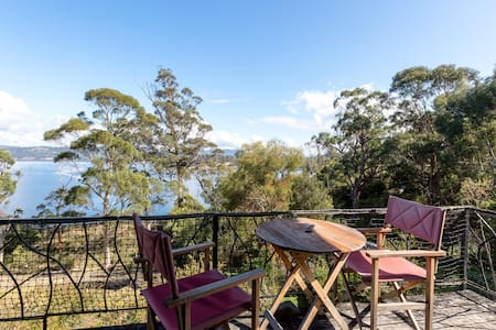 Rustic cliff-top coastal hideaway - Randalls Bay