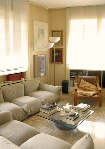 Living room: sofa by M. Marenco, armchair 'Woodline', by M.Zanuso