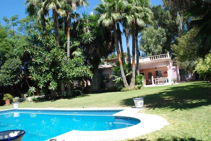 Villa a pie de mar con gran piscina - San Pedro de Alcantara - Maison