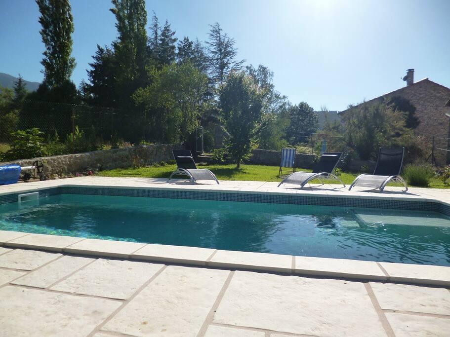 G te en pierres avec piscine au pied du canigou case in for Piscine 24 pieds