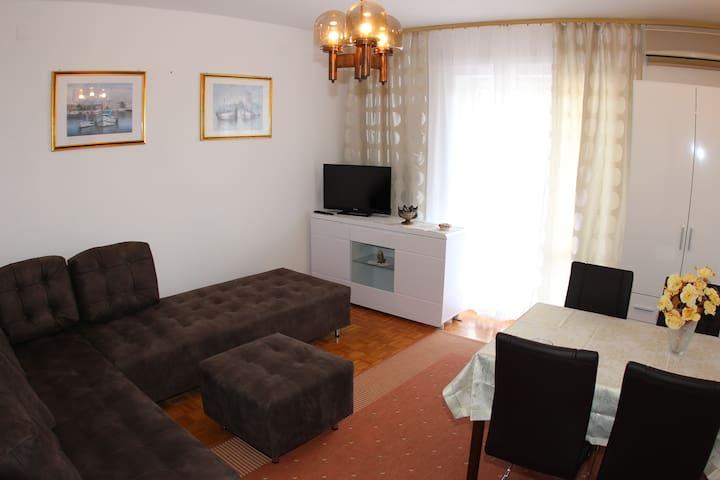 Apartment Hortenzija - near sea
