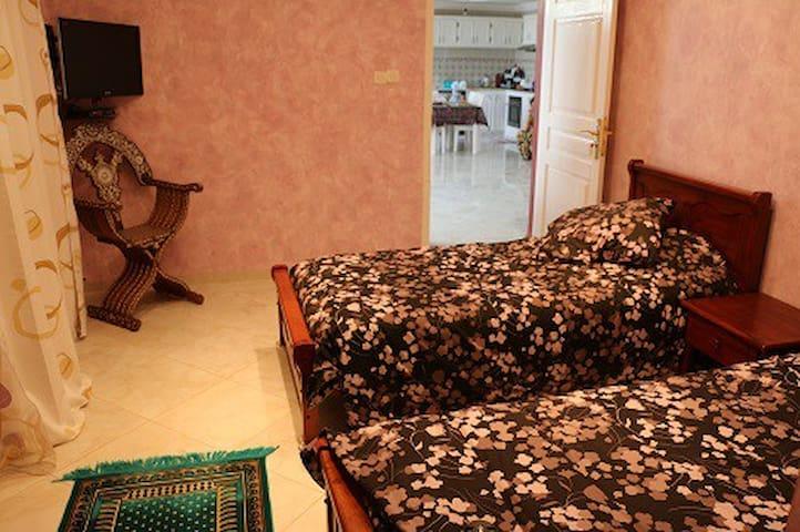 """Maison d'hôtes """"Villa hajj KADDOUR"""" - Commune d'Ouled Rahmoun Constantine - Villa"""