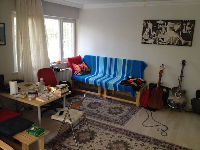 Near to embassies, calm apartment - Çankaya - Hus