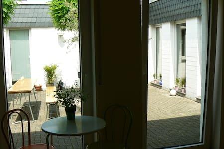 Messezimmer 5 M Düsseldorf WLAN + P - Kaarst - House