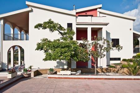 VILLA ELENA BOUTIQUE-CHIC - Camastra - Villa