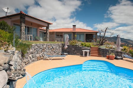 Luxury Villa with sea views & pool - Estreito Da Calheta