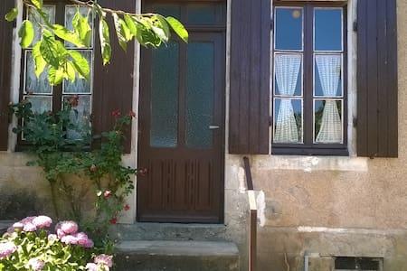 Maison de campagne rustique - Achun