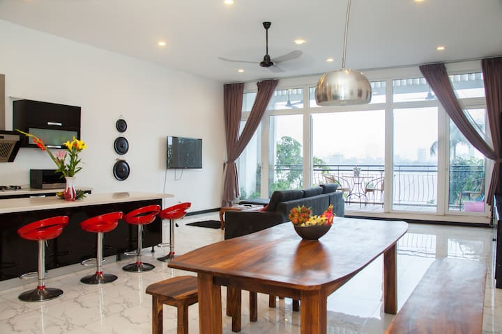 An Exclusive Luxury 'Secret' Riverside Penthouse - Phnom Penh - Appartamento