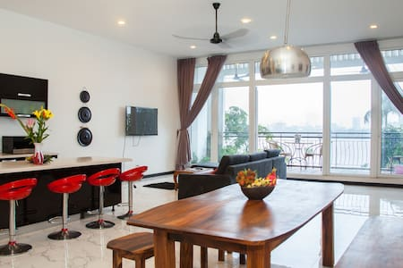 Exclusive Secret Penthouse on Riverside 3 Bedrooms - Phnom Penh
