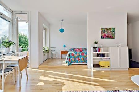 Beautiful studio apartment. - Solna - Apartamento