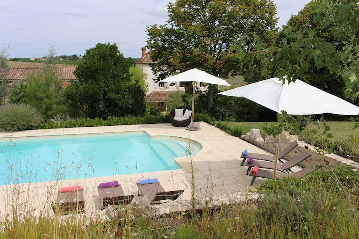 Gorgeous farmhouse with heated pool - Sainte -Colombe-de-Duras - Rumah
