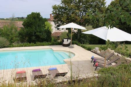Gorgeous farmhouse with heated pool - Sainte -Colombe-de-Duras - 独立屋