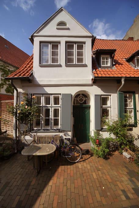 altstadthaus von 1584 mit kamin reihenh user zur miete in l beck schleswig holstein deutschland. Black Bedroom Furniture Sets. Home Design Ideas