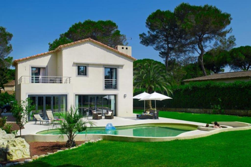 Chambre dans villa avec piscine chambres d 39 h tes louer for Location villa cote d azur piscine
