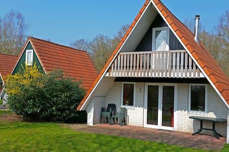 Vrijstaande villa in het groen - Ház