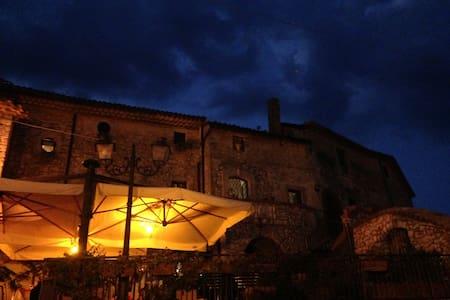 fuga romantica in borgo medievale - Castelnuovo Parano - Casa